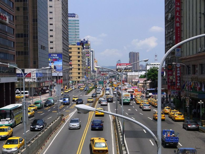 1200px-Zhongxiao_West_Road2